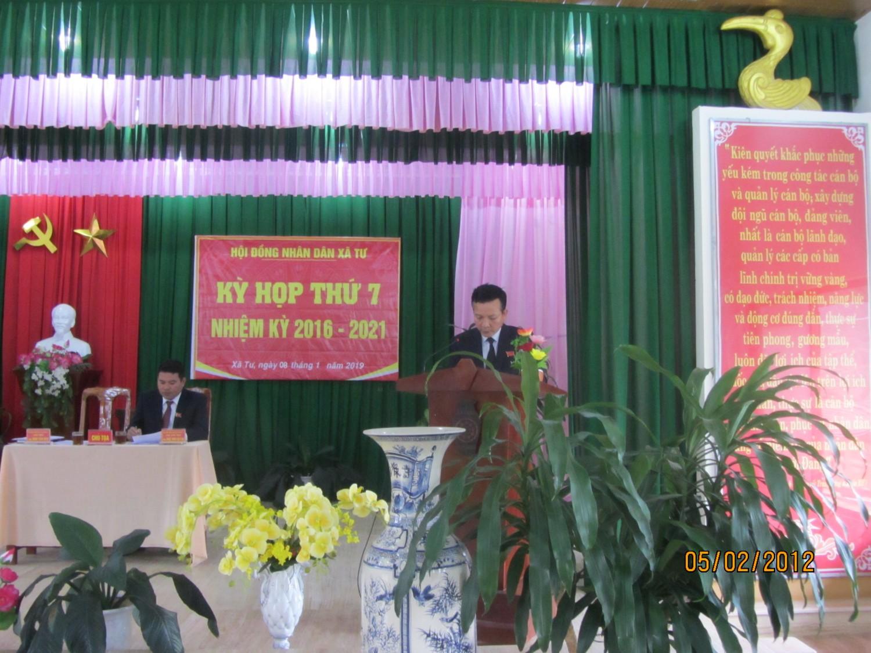 Ông Đinh Văn Bào - HUV - Bí thư Đảng ủy, Chủ tịch HĐND xã phát biểu tại kỳ họp
