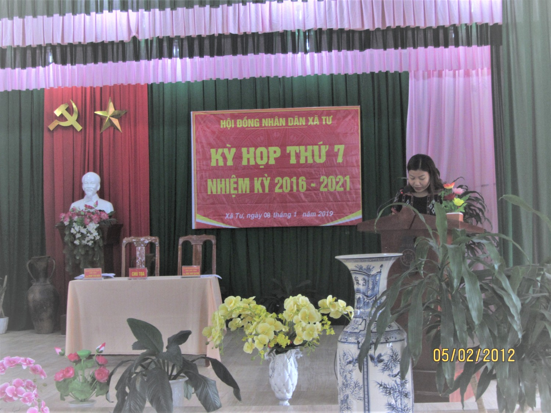 Bà Nguyễn Thị Hiền Văn phòng - Thống kê xã - Dẫn chương trình kỳ họp